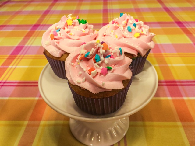 Simple Buttercream Cupcakes